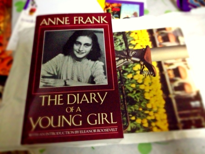 Postcard from Netherland, but on the same day I got my Anne Frank book delivered so I took it together because they are both are from Amsterdam! =D