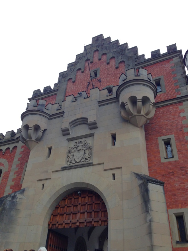 The entrance of the castle. So fairy tale-like!!! Kyaa~~~