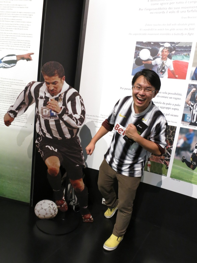 Bandi and the cut-up board of his lifetime hero. I hope someday he could meet Del Piero for real. =)