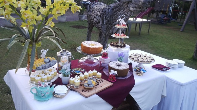Dessert table! =D Pretty!